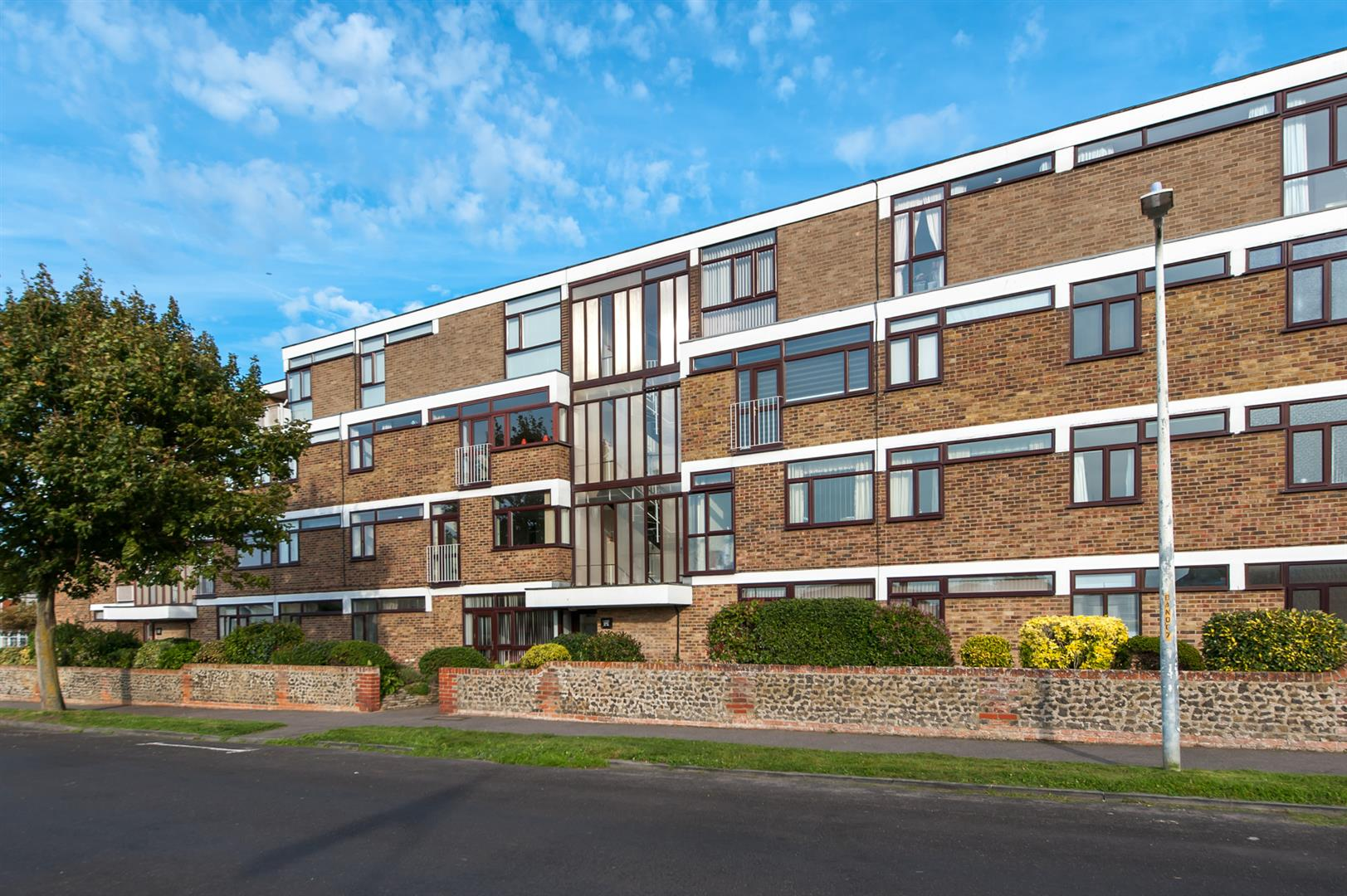 2 Bedrooms Apartment Flat for sale in Beach Avenue, Birchington